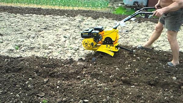 Вспахать огород мотокультиватором