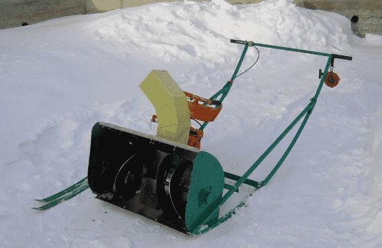 Бензиновый снегоуборщик своими руками из бензопилы